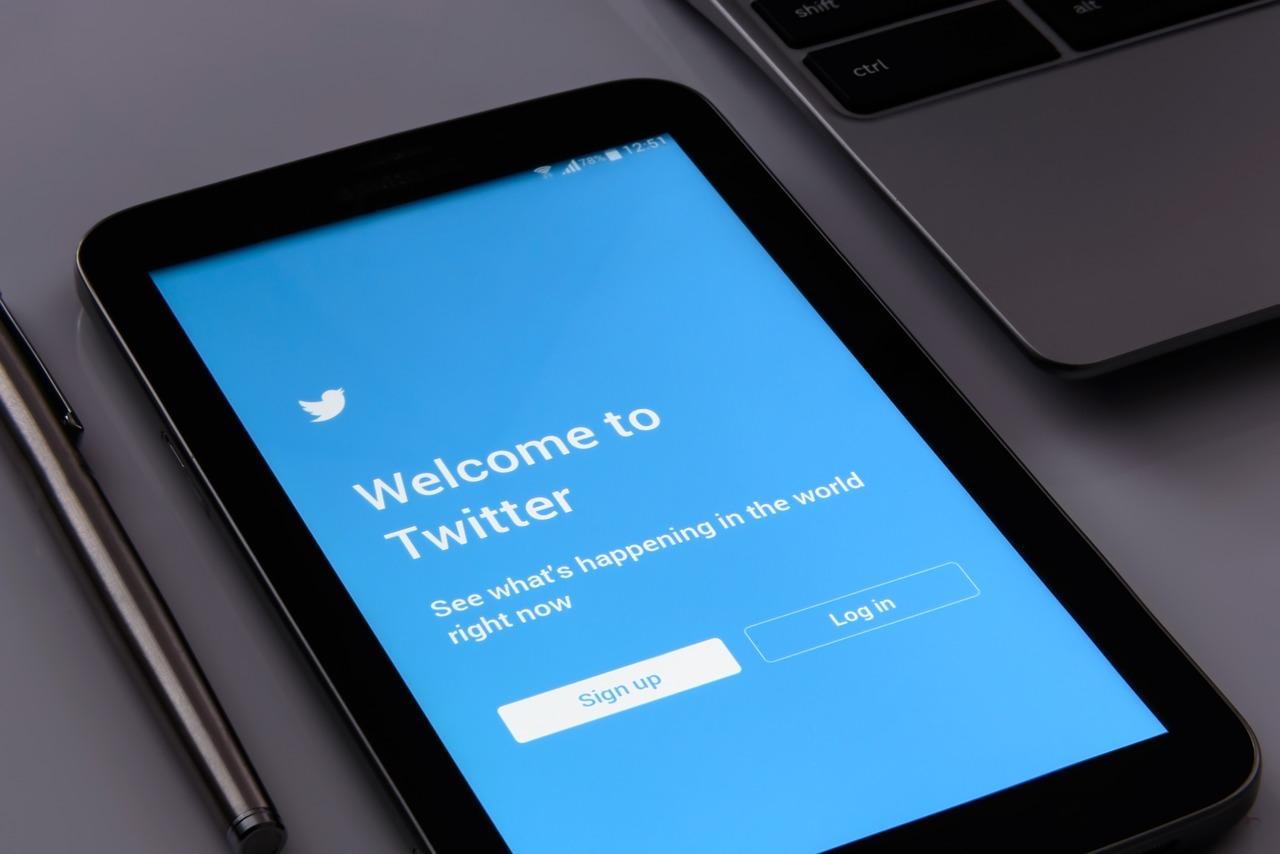 Lock Twitter Account